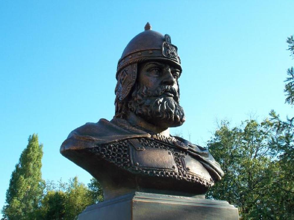 Бюст князя Д. И. Донского