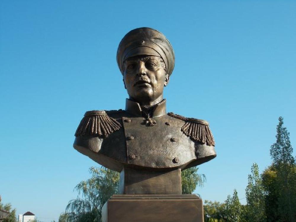 Бюст адмирала П. С. Нахимова