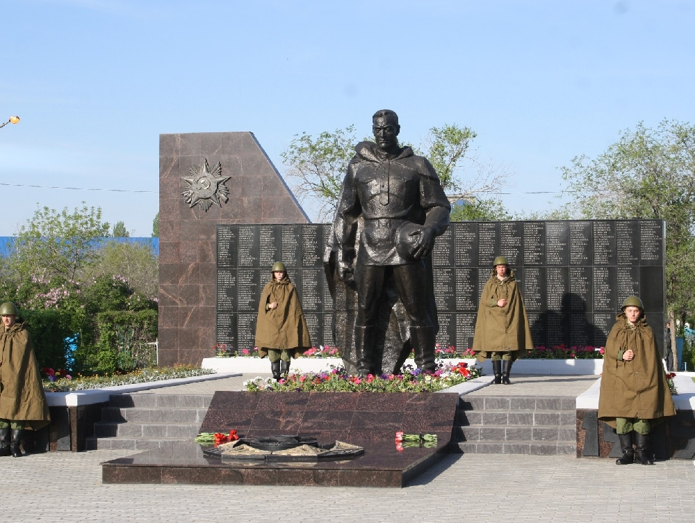 Монумент воинам на братской могиле