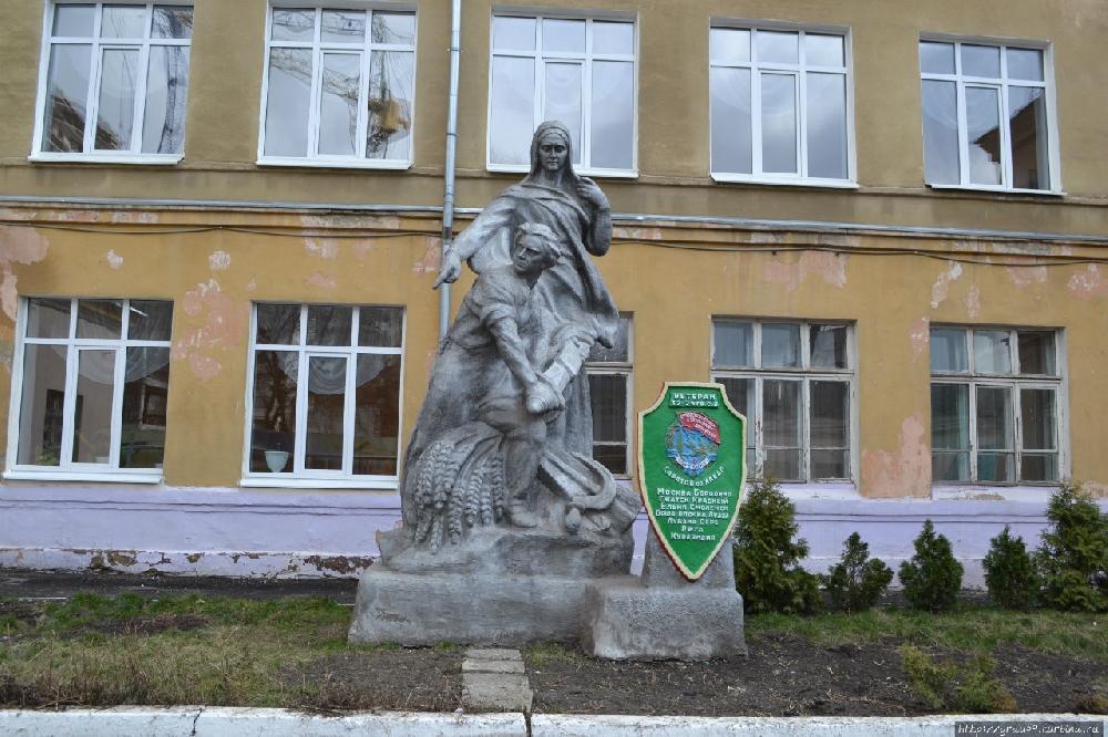 Памятник Ветеранам 32-й Саратовской стрелковой дивизии