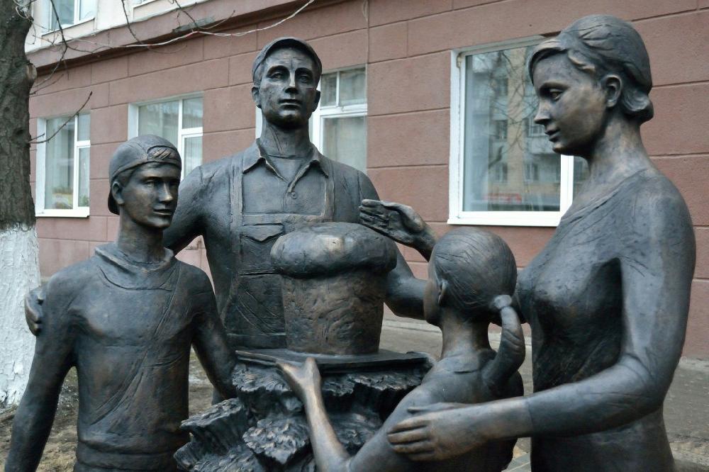 Современные, необычные и интересные памятники и арт-объекты Саратова