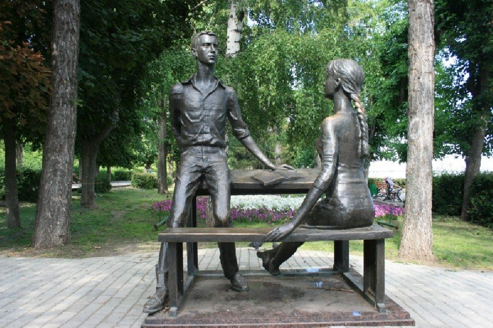 "Скульптура ""Одноклассники"""
