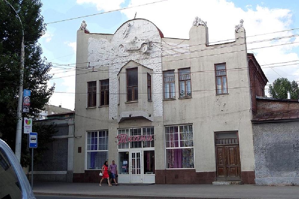 Автогараж С. И. Соколова и З. И. Иванова.
