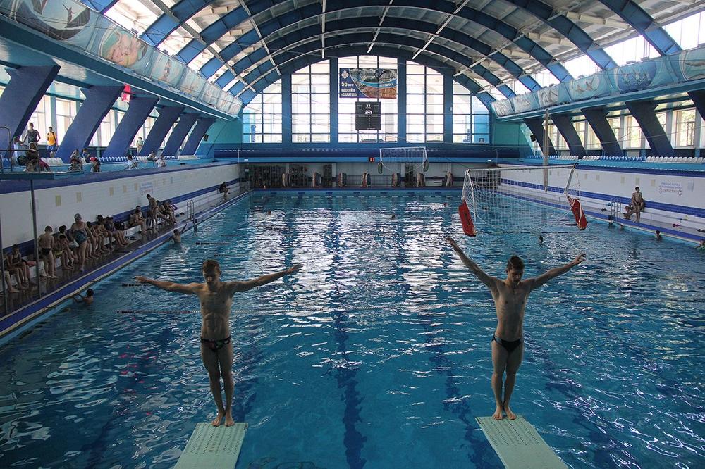 Закрытые плавательные бассейны и аквапарки Саратова