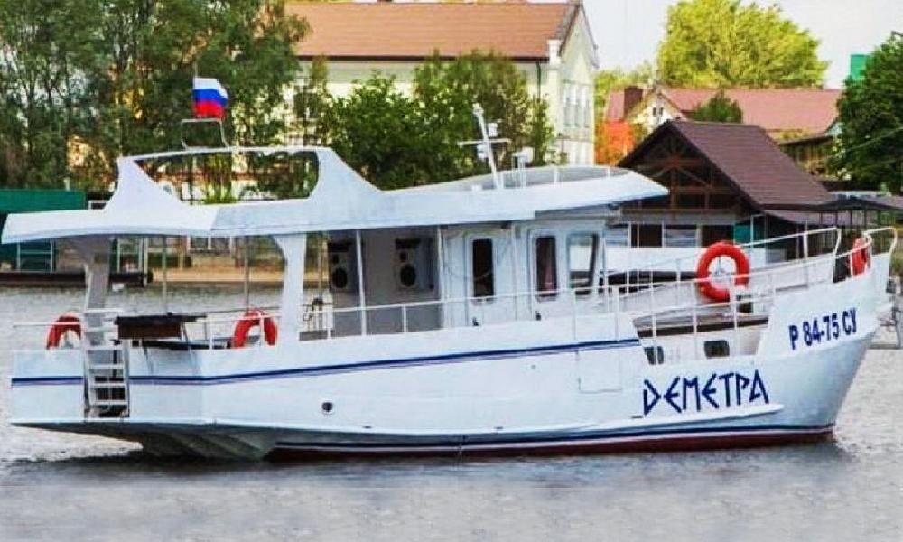 """Моторная яхта """"Деметра"""""""