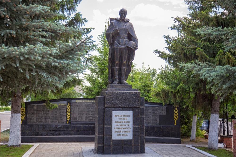 Памятник погибшим землякам и Аллея героев