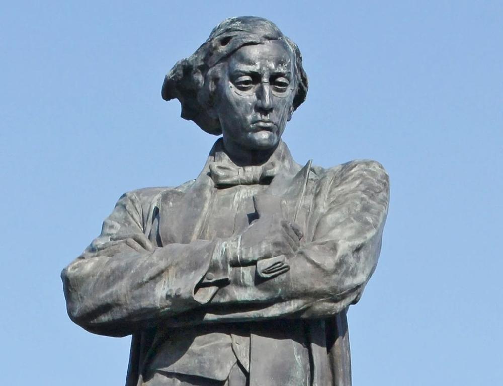 Памятники знаменитым землякам в Саратове и области