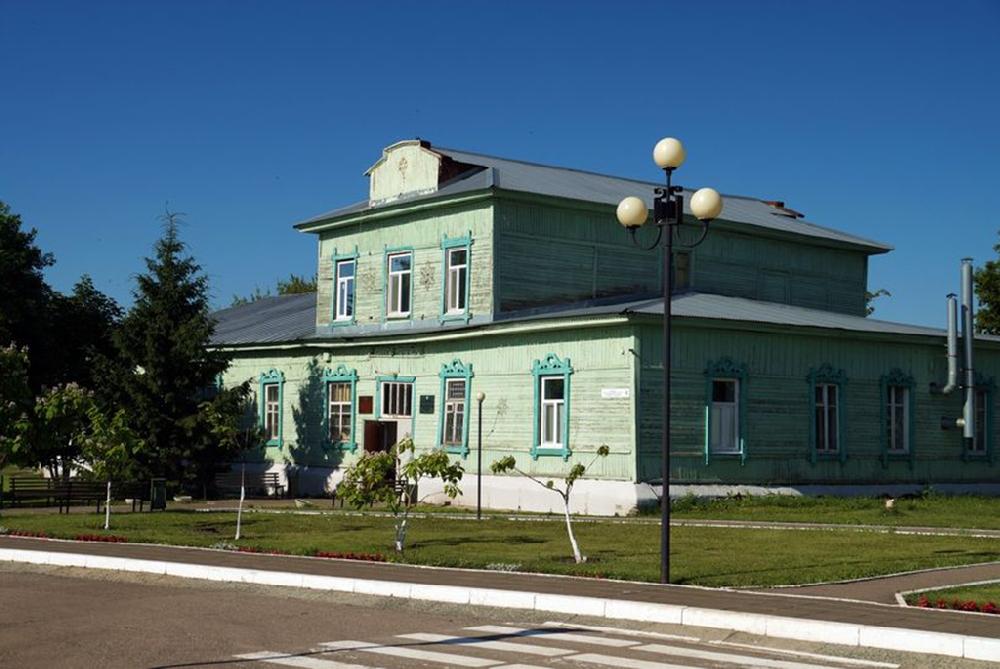 Старое здание администрации п. Татищево