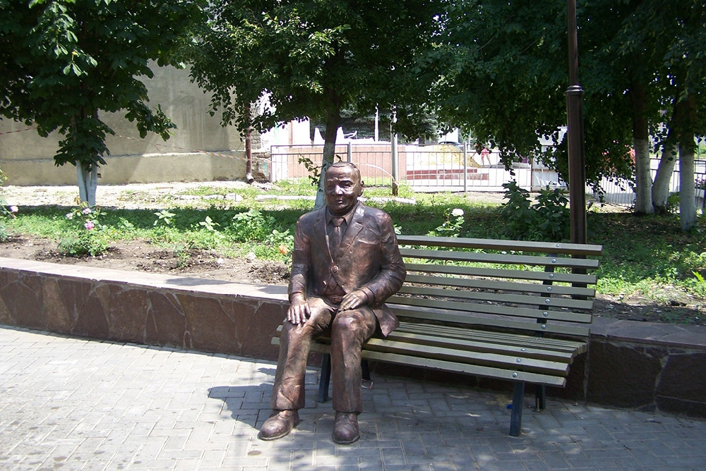 Памятник легендарному актеру Б.Ф. Андрееву