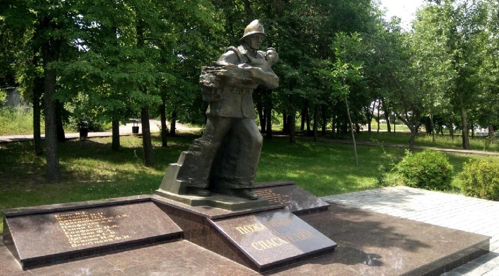 Памятник пожарному