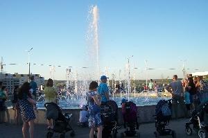 Центральный цветомузыкальный фонтан бульвара Героев Отечества