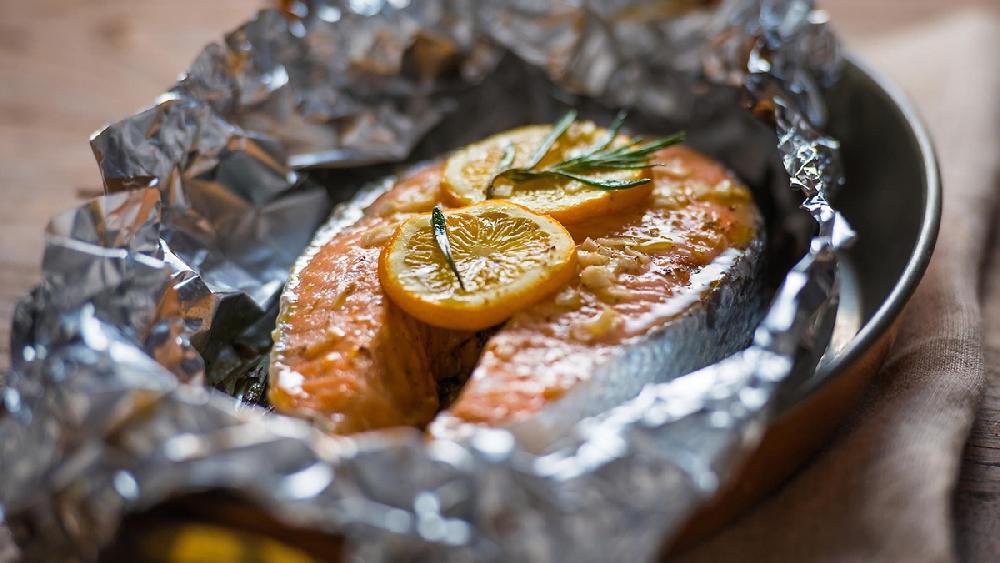 3. Запеченная рыба в кармашках с вином и овощами