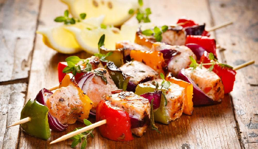Шашлыки из тунца и овощей