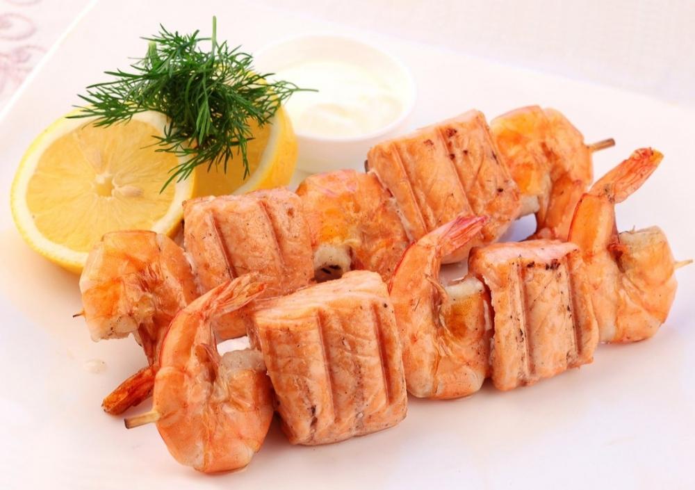 Шашлык из креветок с рыбой «Лагуна»