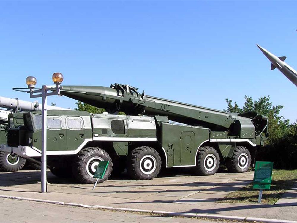 Самоходная пусковая установка 9П129 с ракетой 9М79 тактического ракетного комплекса 9К79 «Точка»