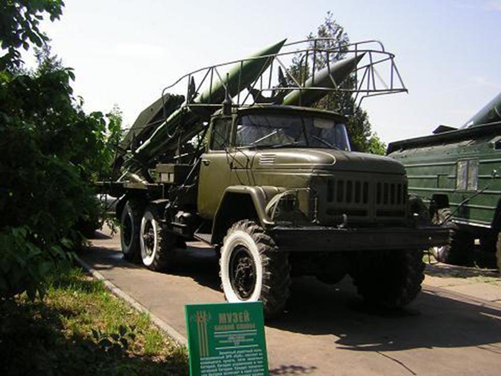 Транспортно-заряжающая машина 2Т7 самоходного зенитного ракетного комплекса 2К12 «Куб»