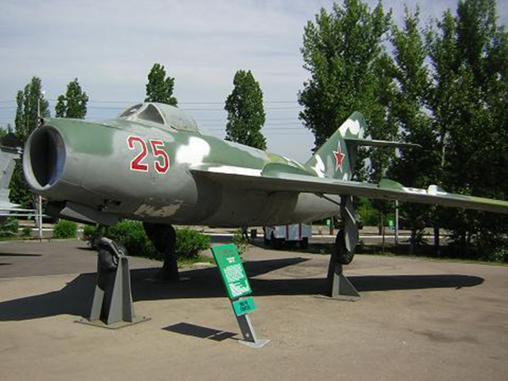 Фронтовой истребитель МиГ-15