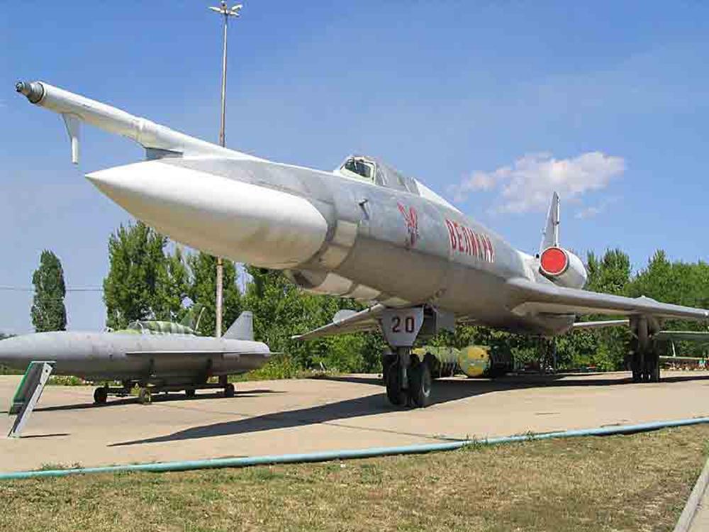 Сверхзвуковой ракетоносец средней дальности Ту-22КД