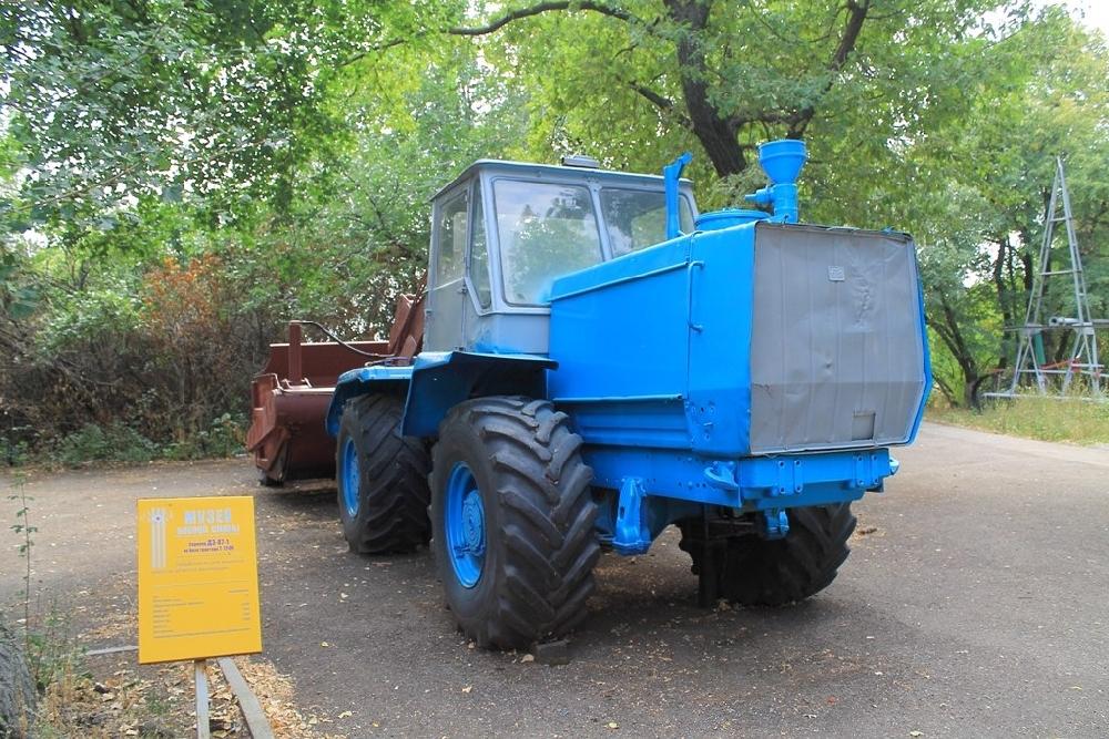 Скрепер ДЗ-87-1 на базе трактора Т-150К