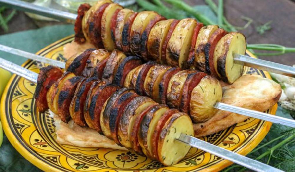 Шашлык из картошки с колбасой