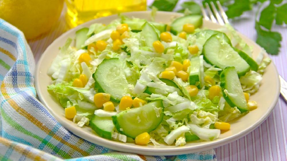 Салат «Одуванчик» с кукурузой