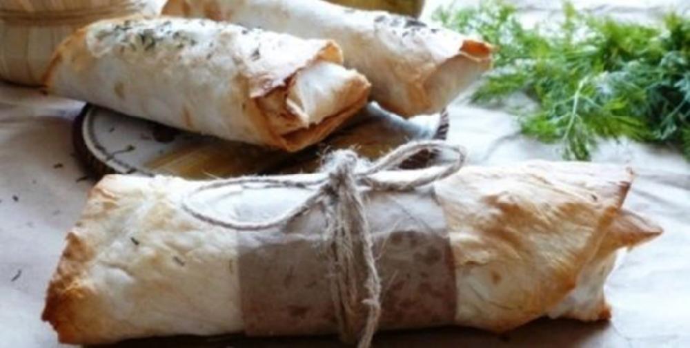 Сосиска в лаваше с сыром и огурчиком