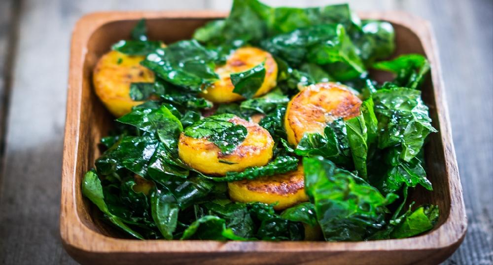 Салат из подорожника с овощами