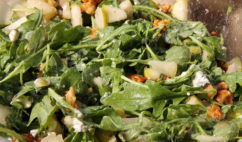 Салат из свербиги с овощами