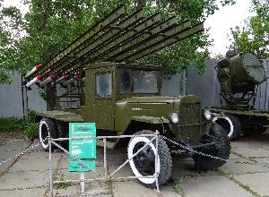 """Боевая машина реактивной артиллерии БМ-13 """"Катюша"""" на базе автомобиля ЗИС-5"""