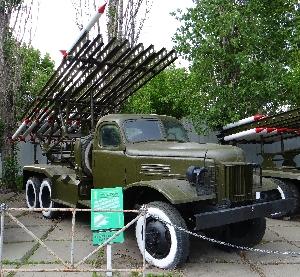 Боевая машина реактивной артиллерии БМ-13Н на базе автомобиля ЗИС-151