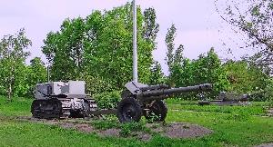Трактор «Сталинец-65» в сцепке с 152-мм гаубицей Д-1 (кат. 21)