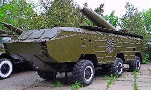 Самоходная пусковая установка 9П117М с ракетой 8К14 оперативно-тактического ракетного комплекса 9К72