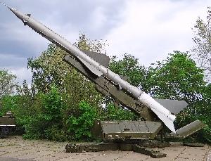 Пусковая установка СМ-63-II с ракетой 13Д зенитного ракетного комплекса С-75
