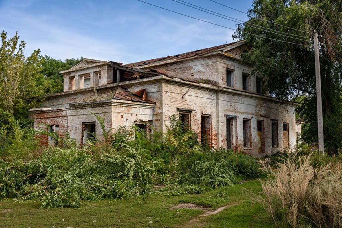 Современные дворцы в Новоскатовке