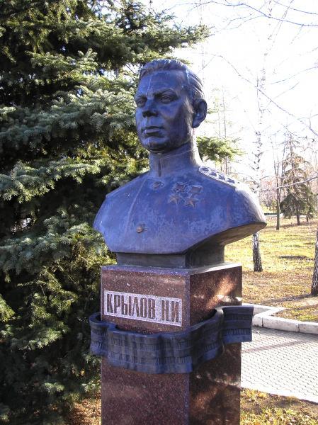 Бюст дважды Героя Советского Союза Н. И. Крылова