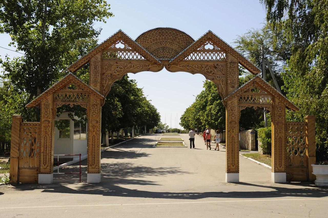 Ворота Национальной деревни