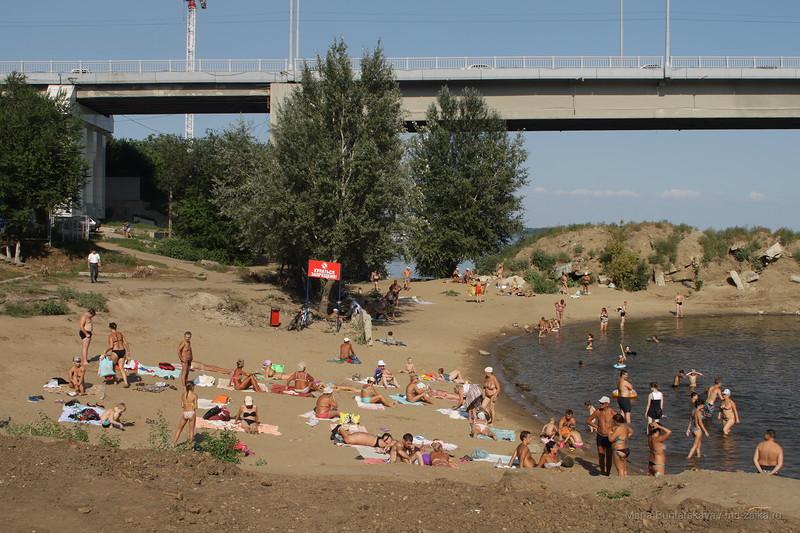 Пляж под мостом