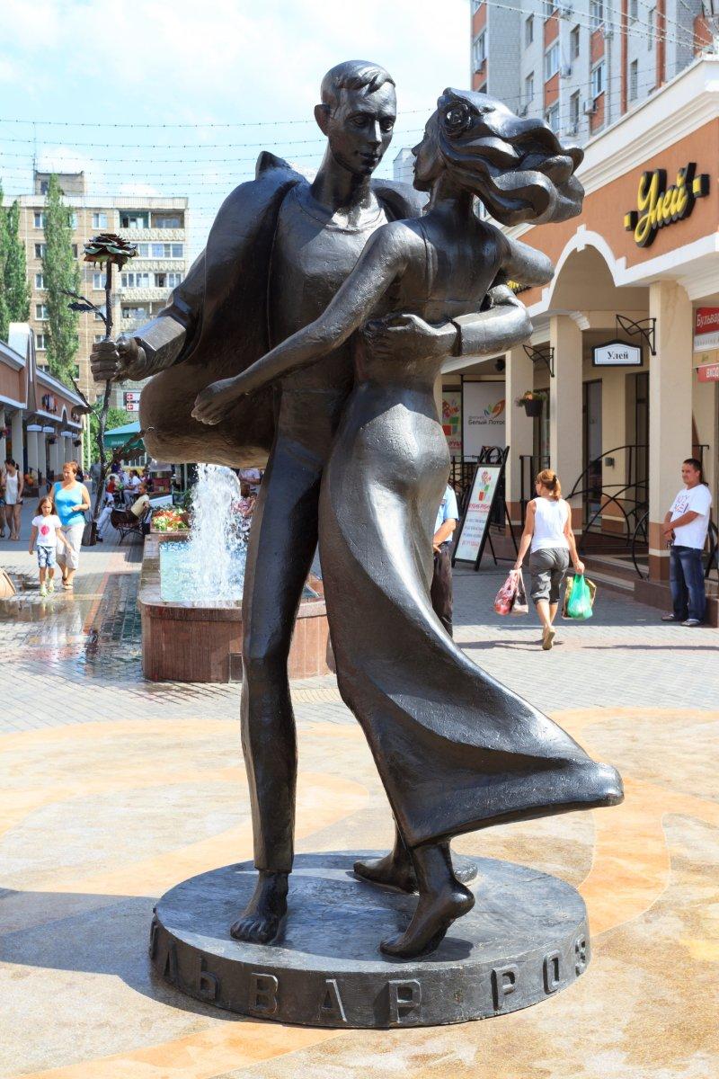 Скульптурная композиция «Танцующая пара»