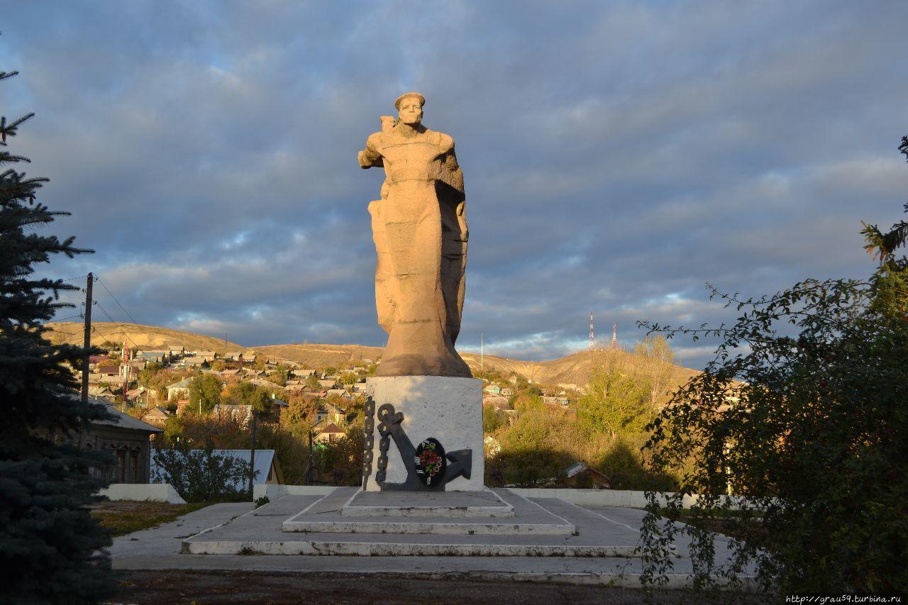 Памятник матросам и бойцам Вольской Красной флотилии