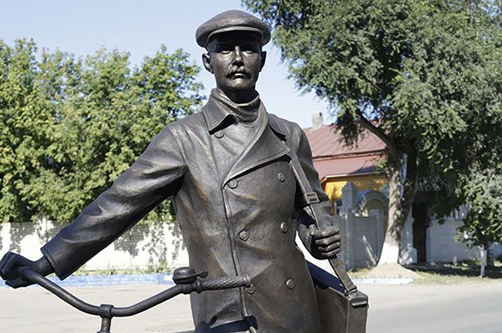 Памятник К. С. Петрову–Водкину
