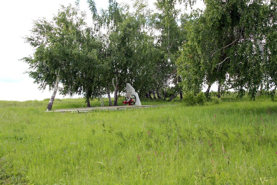 Мемориал на месте гибели М. Расковой