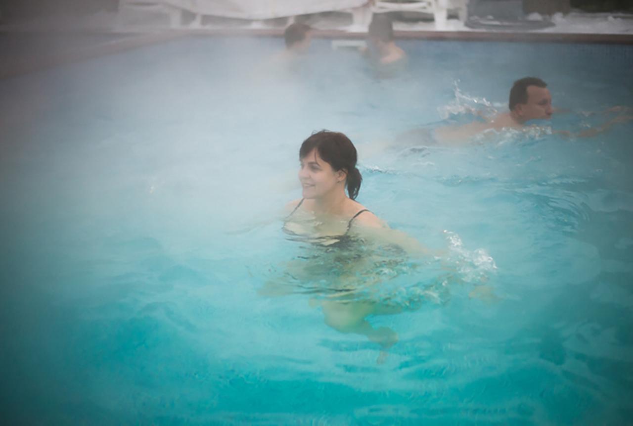 """Открытый термальный бассейн отеля """"Wild West"""""""