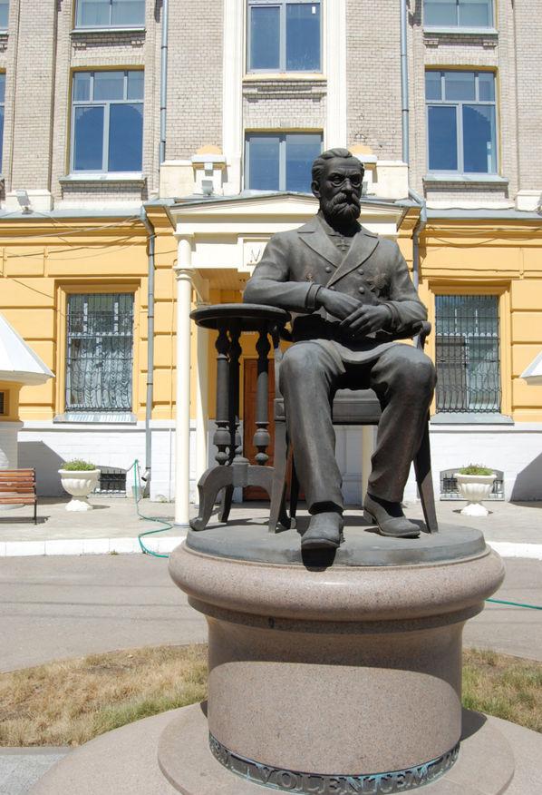 Памятник Василию Разумовскому