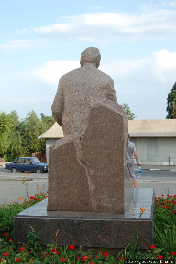 Памятник К. А. Федину