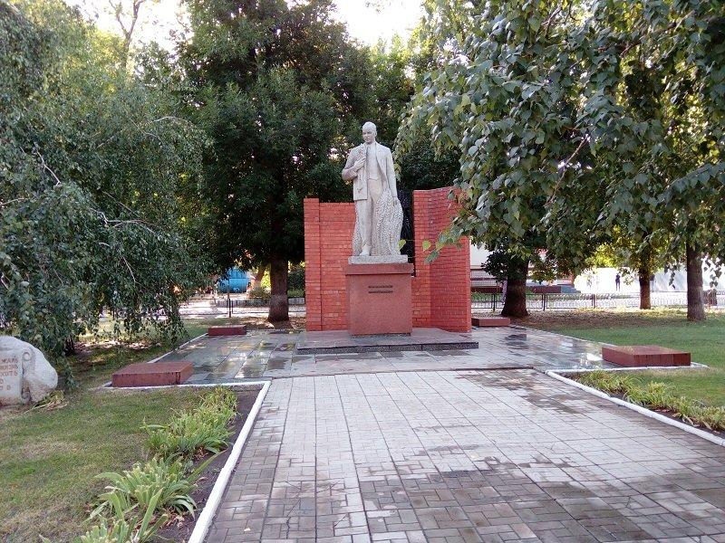 Памятник Н.И. Вавилову
