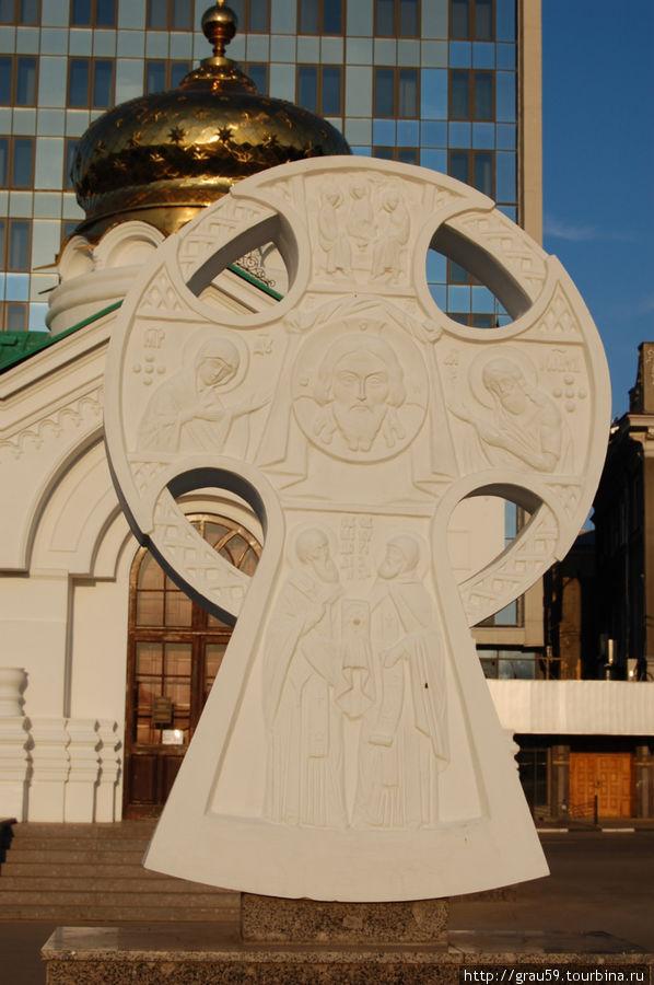 Поклонный Крест святым равноапостольным братьям Кириллу и Мефодию