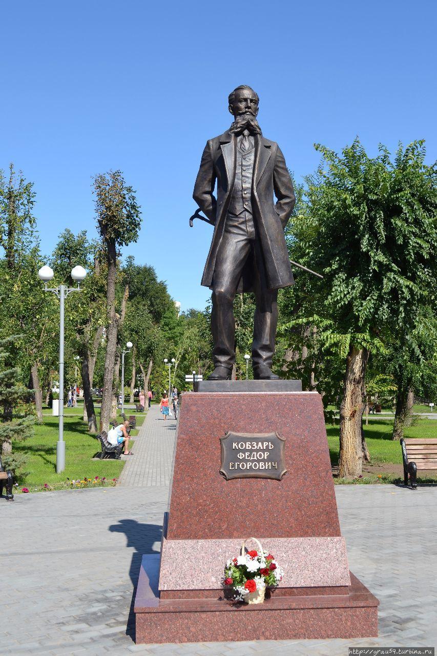 Памятник Федору Георгиевичу Кобзарю