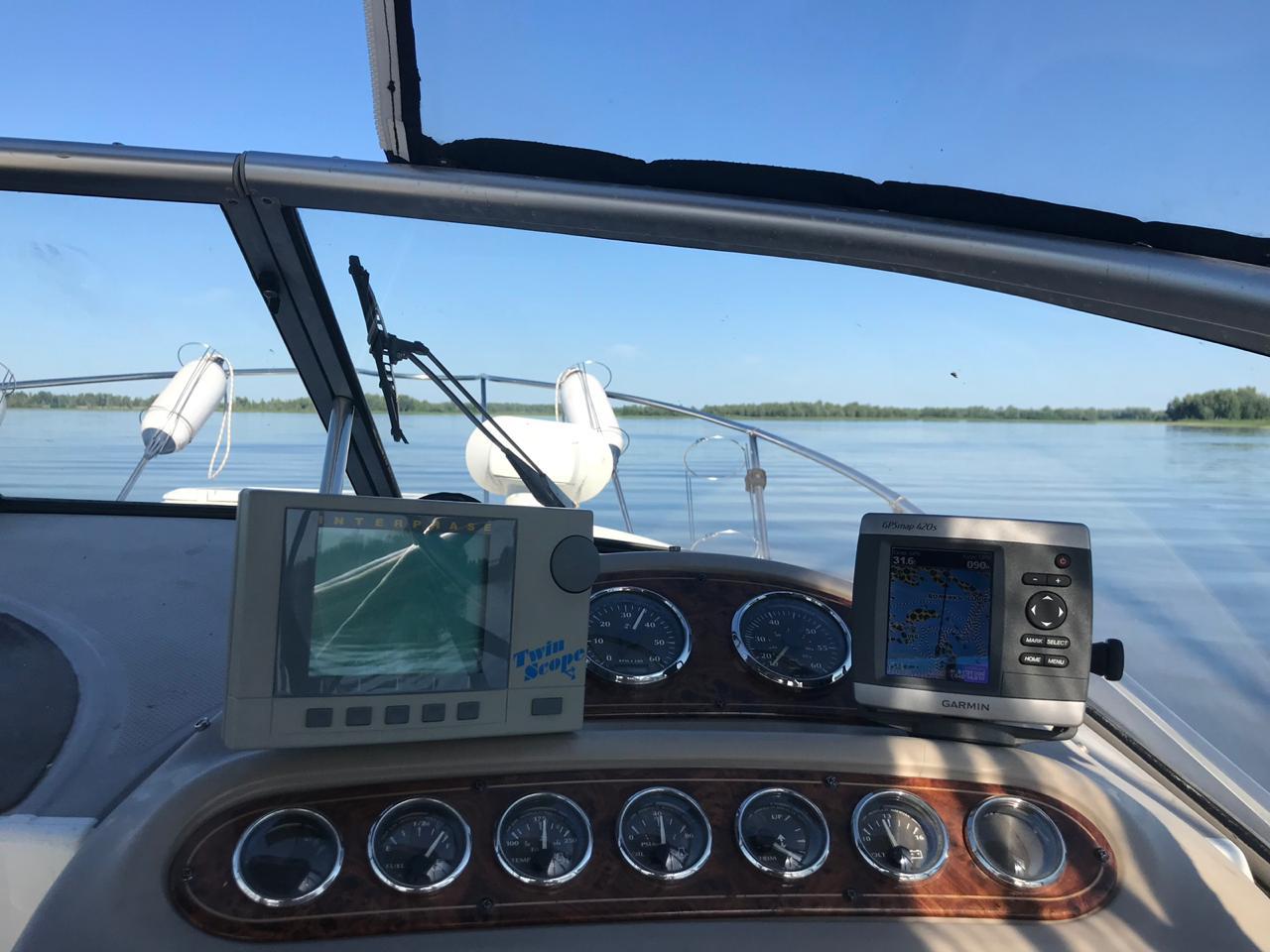 Моторная яхта Максум 2400