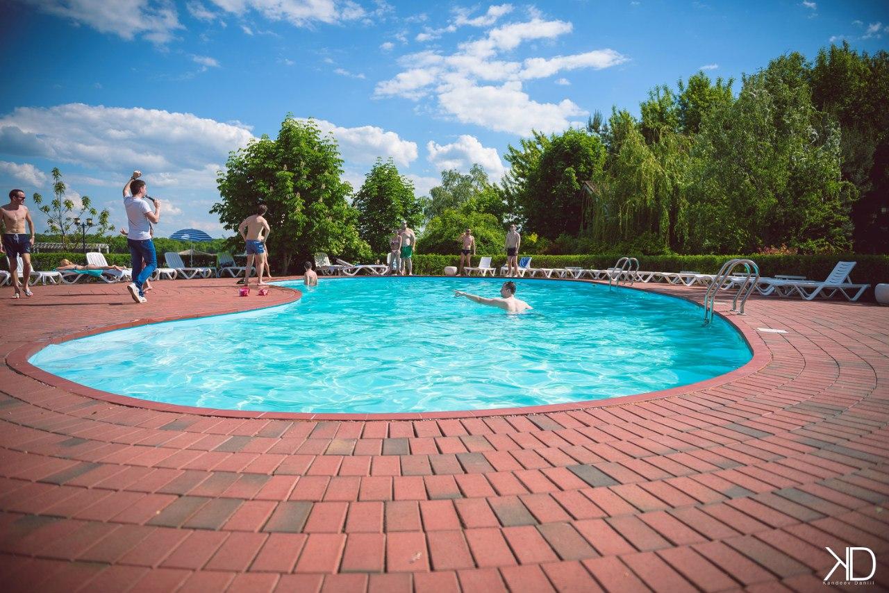 "Открытый бассейн базы отдыха ""Волжино"""