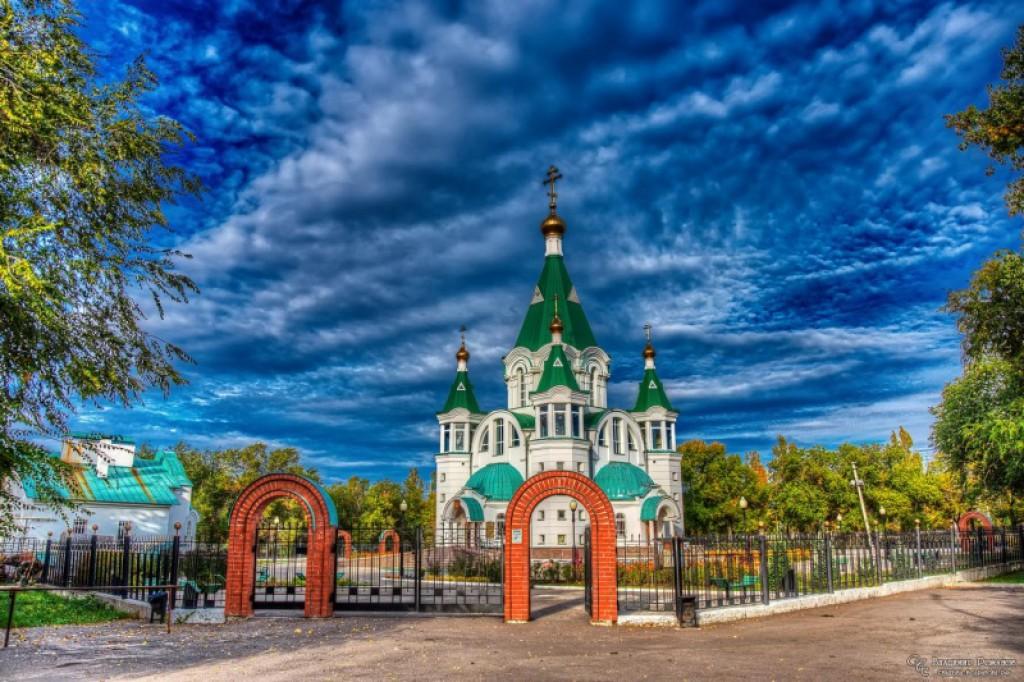 Храм Всех Святых, в земле Российской просиявших